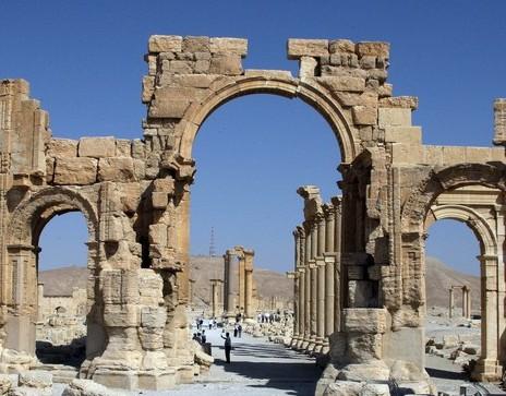Estado Islâmico explode Arco do Triunfo em Palmira