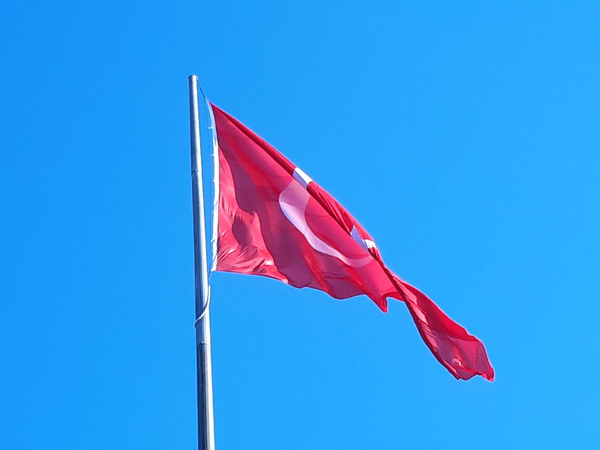 Turquia: Referendo amplia poderes de Erdogan e diminui valores democráticos